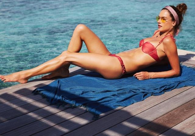 Alessandra Ambrosio vẫn đẹp nuột nà ở tuổi 38 - 7