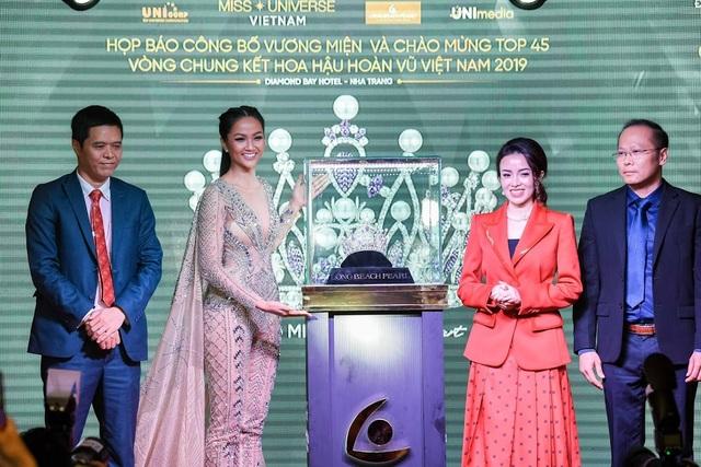 Vương miện Brave Heart Hoa hậu Hoàn vũ Việt Nam 2019 được thực hiện trong 6 tháng - 3