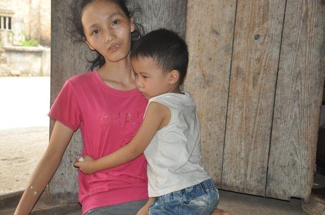 Người mẹ đơn thân Thúy Hương bị ung thư được bạn đọc giúp đỡ tiếp tục đến viện - 2