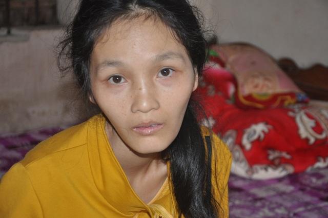 Người mẹ đơn thân Thúy Hương bị ung thư được bạn đọc giúp đỡ tiếp tục đến viện - 1