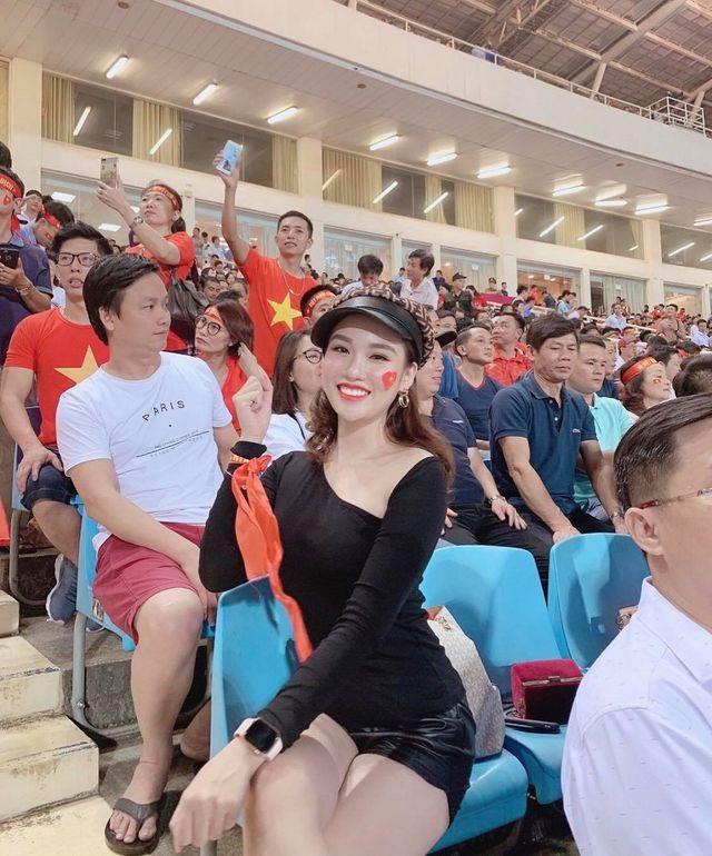 do-sac-dan-hot-girl-thang-11-gay-thuong-nho-cong-dong-mangdocx-1575301337852.jpeg