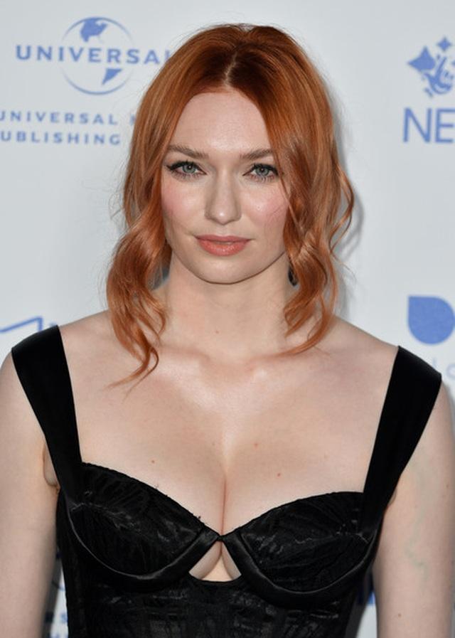 Người đẹp Eleanor Tomlinson khoe ngực căng đầy - 3