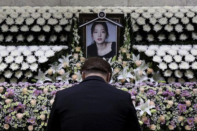 Fan phẫn nộ vì cha mẹ ruột bỏ rơi Goo Hara sẽ được thừa kế tài sản hàng chục triệu USD - 2