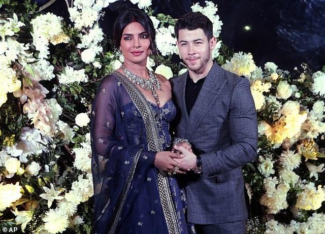 Nick Jonas say đắm nói yêu vợ trong kỷ niệm 1 năm ngày cưới - 6