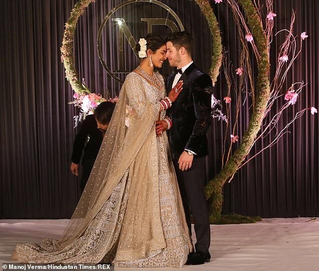 Nick Jonas say đắm nói yêu vợ trong kỷ niệm 1 năm ngày cưới - 7