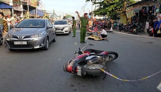 Va chạm xe máy, người đàn ông không đội mũ bảo hiểm tử vong - 1