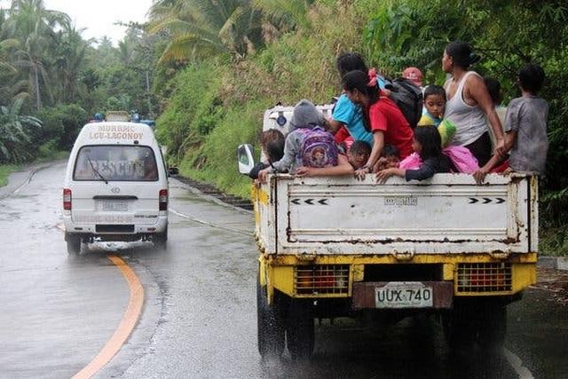 Siêu bão đổ bộ Philippines, U22 Việt Nam chưa nhận thông báo hoãn - 1