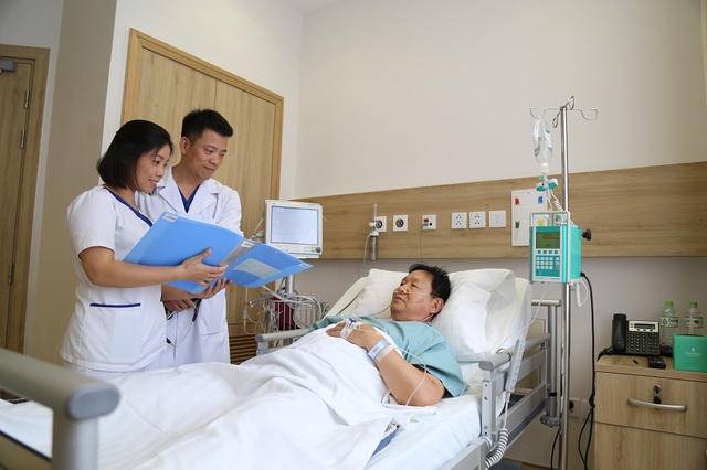 """Cấp cứu """"siêu tốc"""" cho du khách Hàn Quốc bị nhồi máu cơ tim nguy hiểm tính mạng - 1"""
