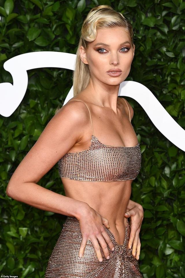 Siêu mẫu Elsa Hosk khoe cơ bụng đáng kinh ngạc - 2