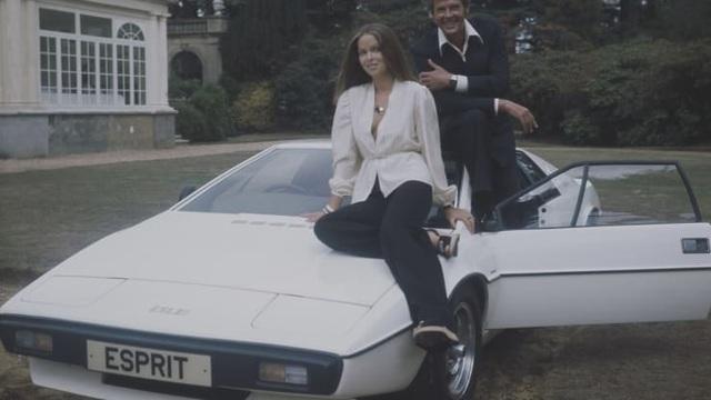 Bỏ 100 USD mua chiếc xe bị lãng quên, sau nhiều năm bất ngờ bán được gần 1 triệu USD - 1
