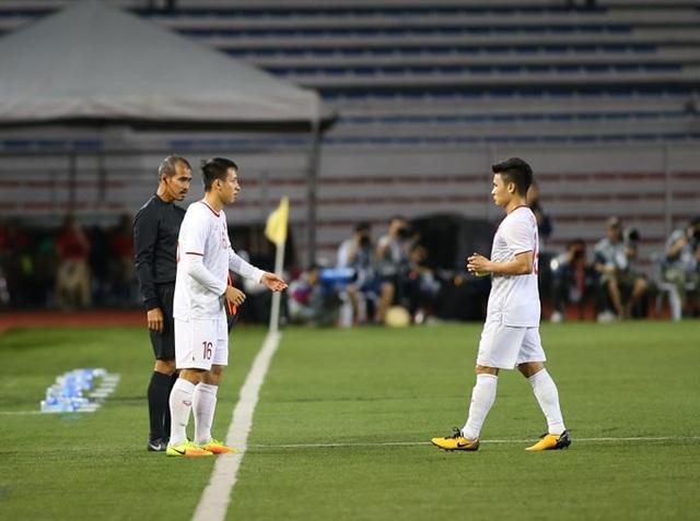 HLV Park Hang Seo lo lắng khi phải thay Quang Hải do chấn thương - 6