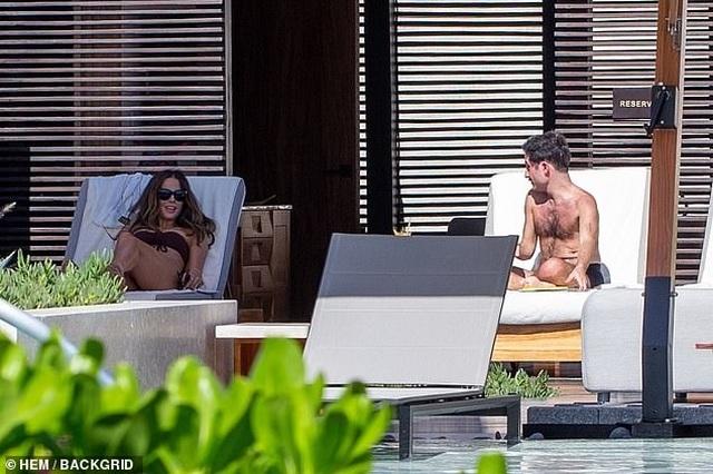 Sao U50 Kate Beckinsale bốc lửa với áo tắm - 6