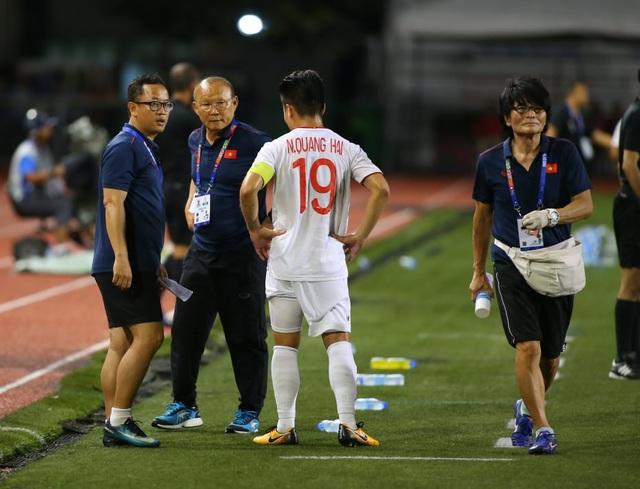 HLV Park Hang Seo lo lắng khi phải thay Quang Hải do chấn thương - 4