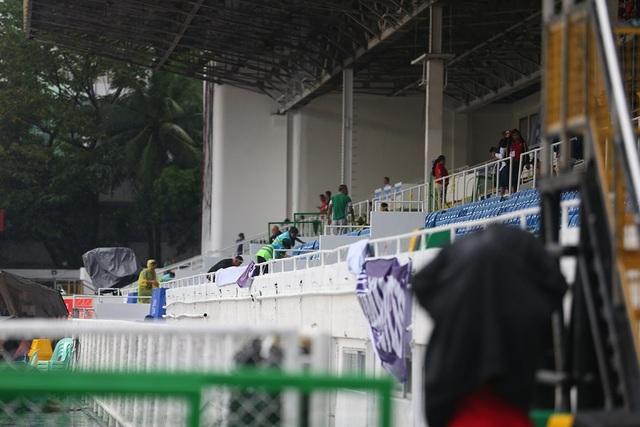 Sân Rizal Memorial ngập nước trước trận đấu U22 Việt Nam gặp U22 Singapore - 3