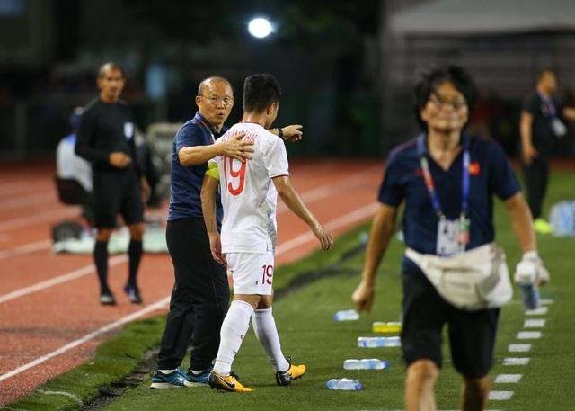 HLV Park Hang Seo lo lắng khi phải thay Quang Hải do chấn thương - 5
