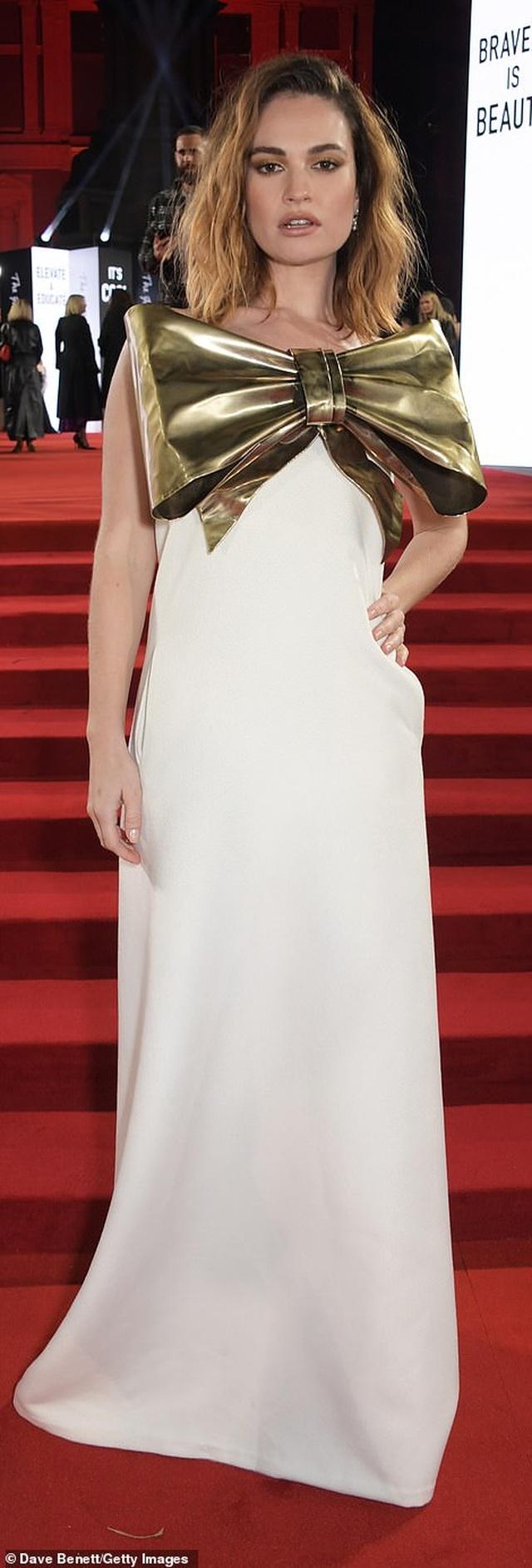 Siêu mẫu bạch biến khoe ngực căng đầy tại lễ trao giải thời trang Anh quốc - 7