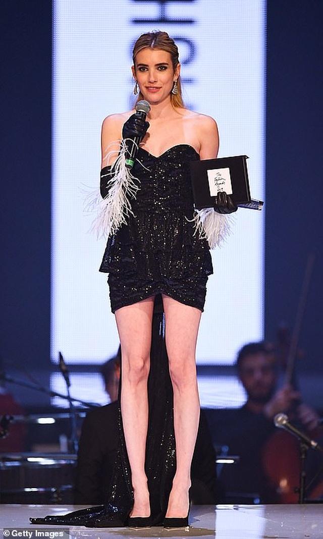 Siêu mẫu bạch biến khoe ngực căng đầy tại lễ trao giải thời trang Anh quốc - 71