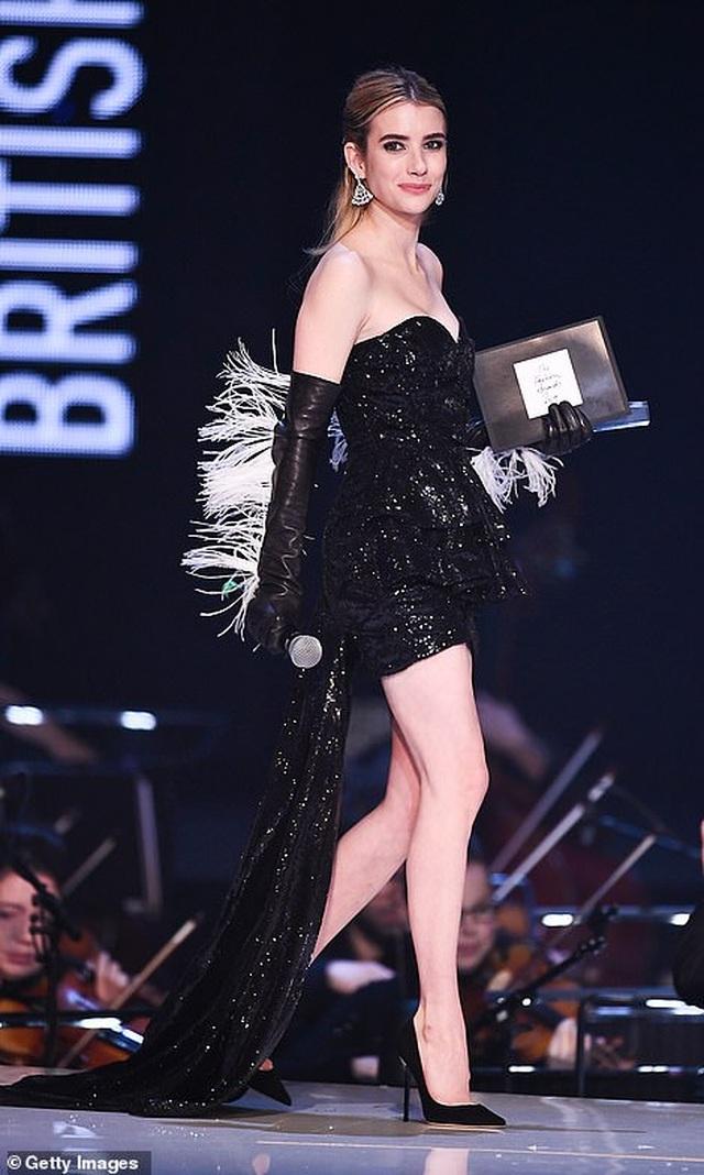 Siêu mẫu bạch biến khoe ngực căng đầy tại lễ trao giải thời trang Anh quốc - 72
