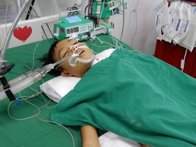 Bác sĩ kêu gọi mạnh thường quân chung tay cứu cậu bé 8 tuổi tính mạng đang nguy kịch - 2