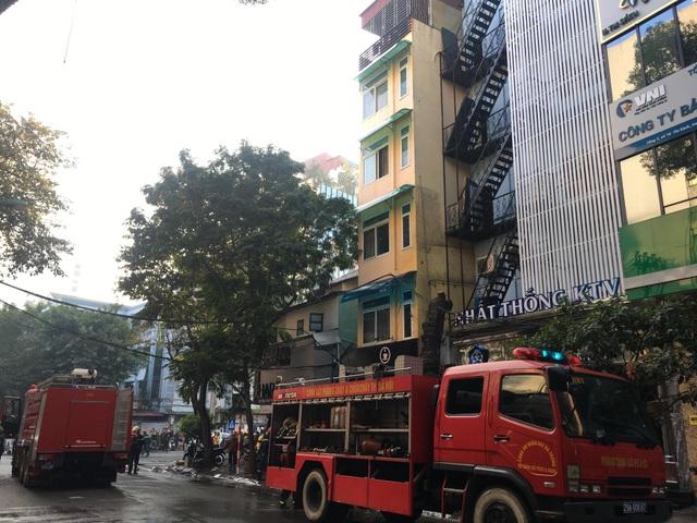 Hà Nội: Quán karaoke 7 tầng trên phố Thi Sách bốc cháy - 4