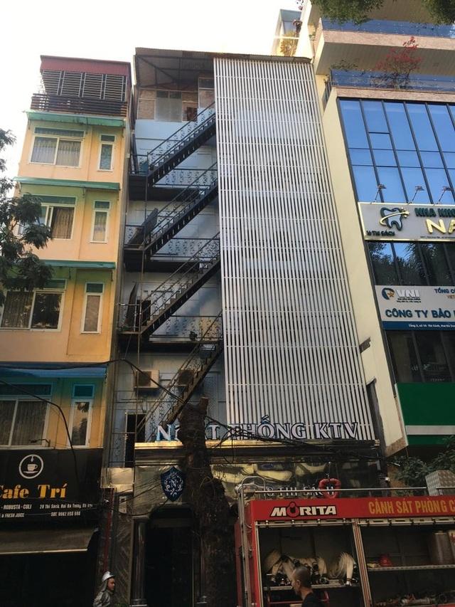 Hà Nội: Quán karaoke 7 tầng trên phố Thi Sách bốc cháy - 2