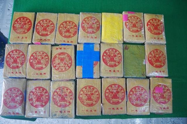 Phát hiện vật thể lạ ghi chữ Trung Quốc trên bờ biển Thừa Thiên Huế - 3