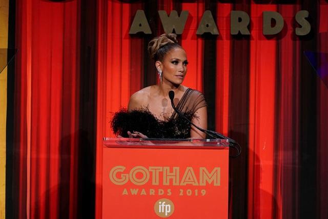 Jennifer Lopez đẹp kiêu sa và lộng lẫy - 4