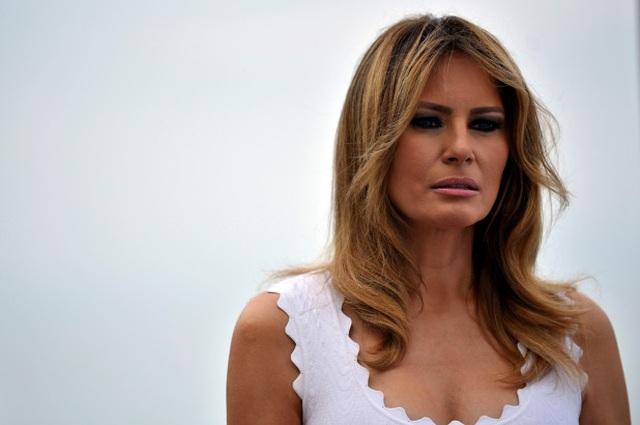 Nhà Trắng bác thông tin về ảnh khỏa thân của bà Melania Trump trong sách mới - 1