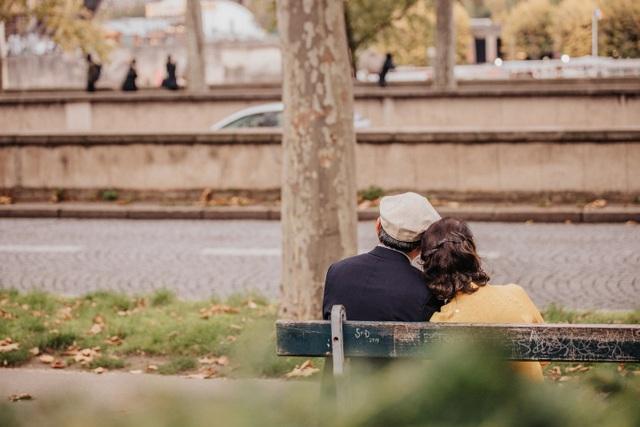 Mùa thu châu Âu rực rỡ sắc màu qua bộ ảnh của cặp vợ chồng 74 tuổi - 9