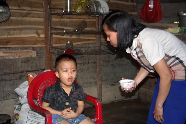 Hai bé trai mắc bệnh hiểm tại Hà Tĩnh được bạn đọc giúp đỡ hơn 216 triệu đồng - 1