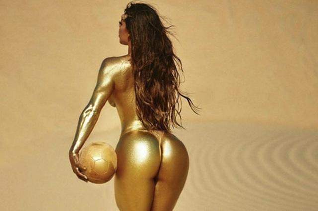Người đẹp Brazil sơn mình nóng bỏng chúc mừng Messi giành Quả bóng vàng - 1