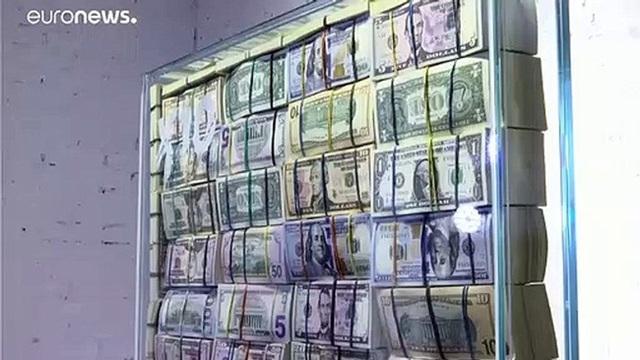 Quý ông giàu có dùng 1 triệu USD tiền mặt làm ghế ngồi chống đạn như ngai vàng - 4