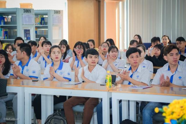 Tranh cãi quy định sinh viên mặc đồng phục suốt tuần, không được cạo trọc đầu - 2