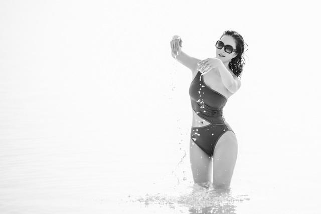 """""""Người đẹp không tuổi"""" Thanh Mai diện bikini khoe dáng ở biển Chết - 8"""