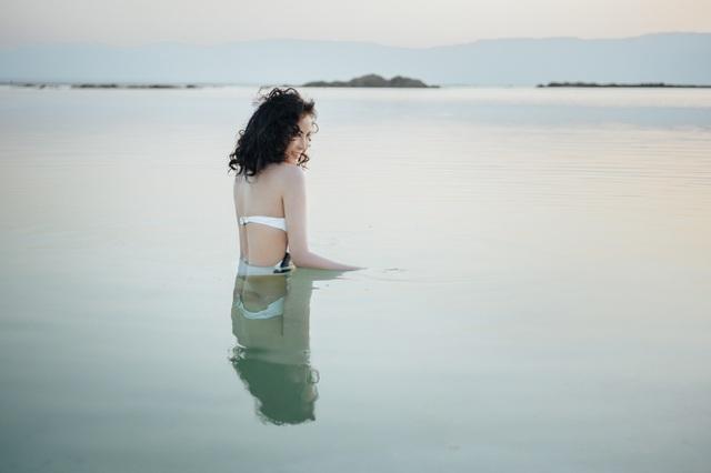 """""""Người đẹp không tuổi"""" Thanh Mai diện bikini khoe dáng ở biển Chết - 12"""