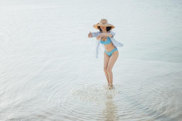 """""""Người đẹp không tuổi"""" Thanh Mai diện bikini khoe dáng ở biển Chết - 11"""