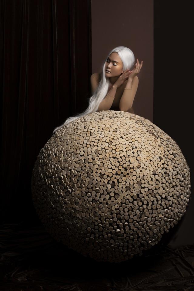 """Ca sỹ Nhật Huyền """"lột xác"""" trong bộ ảnh Ngũ hành hướng tới môi trường - 8"""
