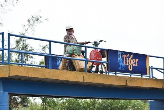 Tạo ra đổi thay tích cực từ những chiếc cầu không tưởng bằng nắp chai tái chế - 1