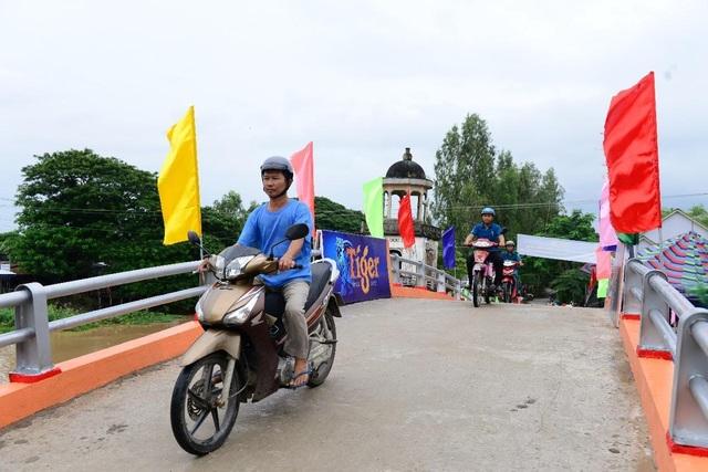 Tạo ra đổi thay tích cực từ những chiếc cầu không tưởng bằng nắp chai tái chế - 2