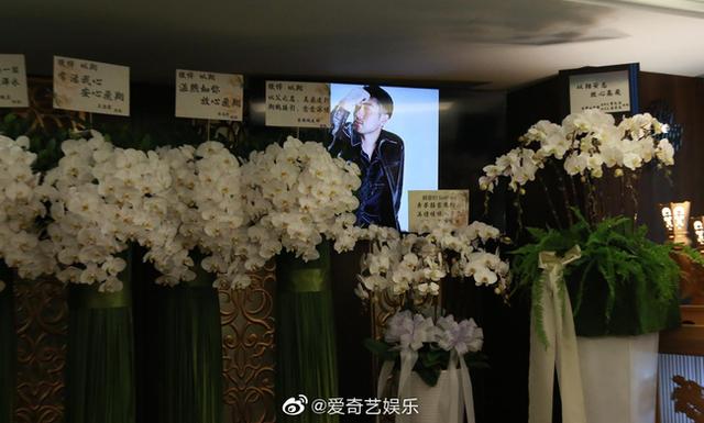 Xót xa chứng kiến bạn gái Cao Dĩ Tường nức nở trong tang lễ người yêu - 11