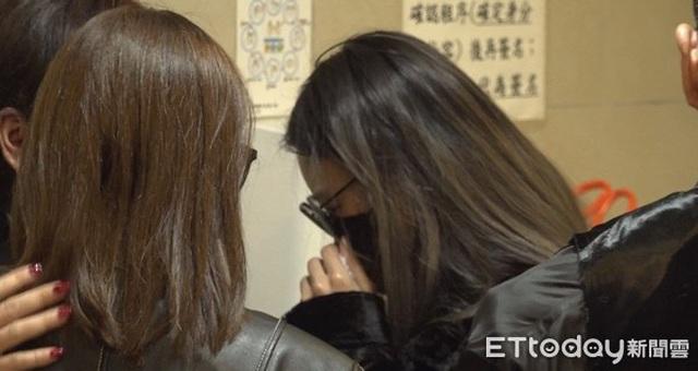 Xót xa chứng kiến bạn gái Cao Dĩ Tường nức nở trong tang lễ người yêu - 2