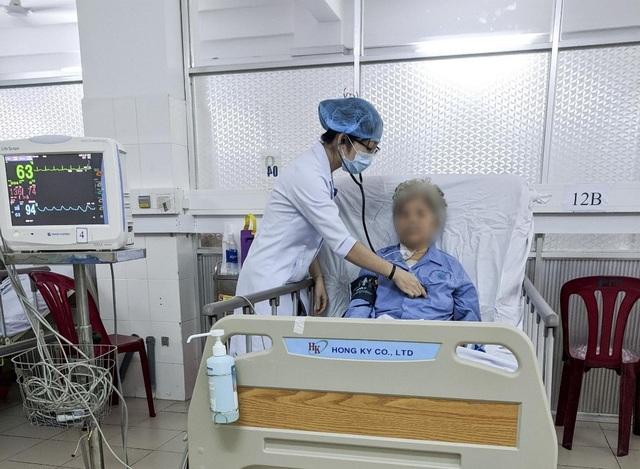 Cắt khối u tim cứu sống cụ bà 80 tuổi trong tình trạng nguy kịch - 1