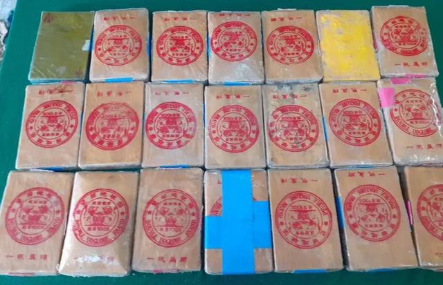 Thêm 21 gói nghi ma túy trôi dạt vào bờ biển Thừa Thiên Huế - 2