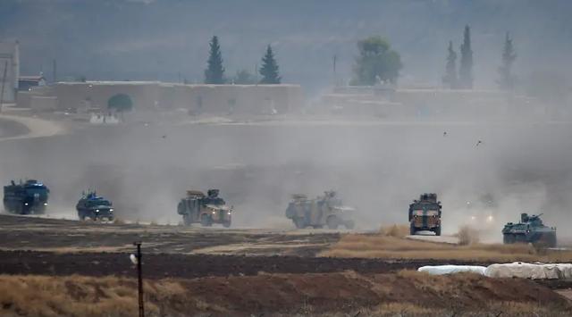 Xe bọc thép của Nga trúng bom ở Syria - 1