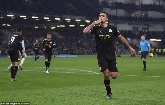 Burnley 1-4 Man City: Đẳng cấp của nhà ĐKVĐ - 3