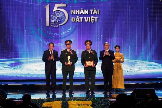 Giải nhất NTĐV nhận HCV ở Hội chợ phát minh sáng chế lớn nhất thế giới - 2