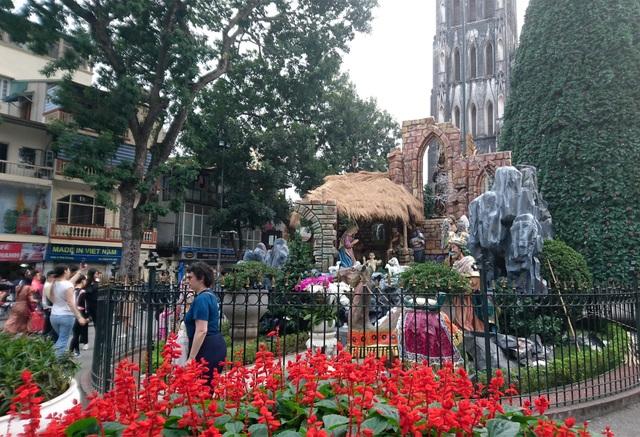 Đường phố Hà Nội được trang hoàng rực rỡ đón Giáng sinh - 4