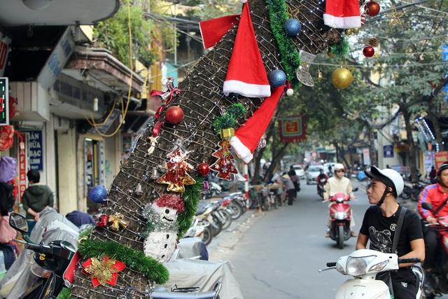 Đường phố Hà Nội được trang hoàng rực rỡ đón Giáng sinh - 5