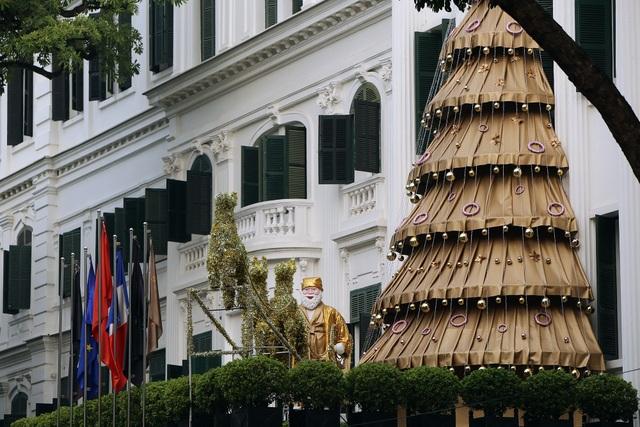 Đường phố Hà Nội được trang hoàng rực rỡ đón Giáng sinh - 6