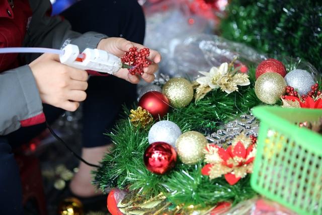 Đường phố Hà Nội được trang hoàng rực rỡ đón Giáng sinh - 8